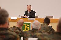 16 OCT 2001, BERLIN/GERMANY:<br /> Rudolf Scharping, SPD, Bundesverteidigungsminister, spricht zu Lehrgangsteilnehmern einer Informationswehruebung fuer zivile Fuehrungskraefte, im Rahmen eines Besuches der Infanterieschule des Heeres, Hammelburg<br /> IMAGE: 20011016-01-048<br /> KEYWORDS: Bundeswehr, Armee, Soldat, soldier