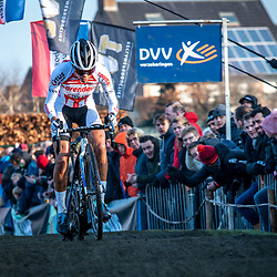 2019-12-27 Cycling: dvv verzekeringen trofee: Loenhout: Ceylin del Carmen Alvarado leading from the start to the finish