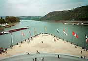 Duitsland, Koblenz, 31-5-2000..De Deutsche Eck, waar Rijn en Moezel bij elkaar komen. Binnenscheepvaart, Toerisme, recreatie, stedentrip..bezienswaardigheid...Foto: Flip Franssen/Hollandse Hoogte