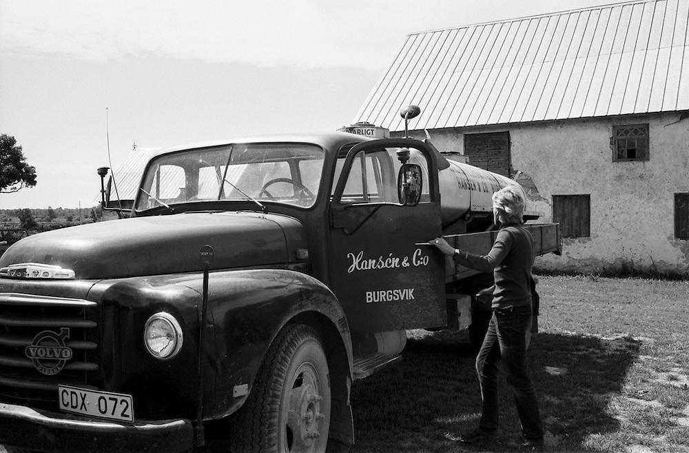 Lastbild med oljetank på Odvalds