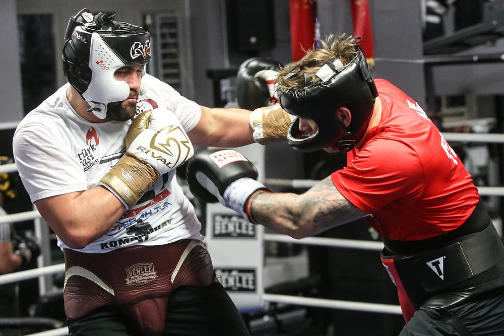 BOXEN: EC Boxing, Training, Hamburg, 07.01.2020<br /> Sparring: Michael Wallisch und Ali Demirecen<br /> © Torsten Helmke