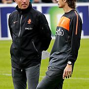 AUS/Seefeld/20100530 - Training NL Elftal WK 2010, bondscoach bert van Marwijk in gesprek met Philip cocu
