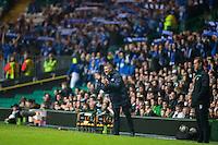 UEFA Europa League 2015: Celtic - Molde. Moldes manager Ole Gunnar Solskjær applauderer spillerne i Europa League kampen mellom Celtic og Molde på Celtic Park. Celtics trener Ronny Deila til høyre.