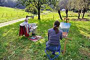 Nederland, Ubbergen, 24-9-2011Amateurschilders, schilderen een landschap met bomen, wilgen. Aquarel, cursus schilderen, schildercursus, recreatie, vrije tijd, ouderen, ontspanning, creatief bezig zijn, onthaastenFoto: Flip Franssen/Hollandse Hoogte