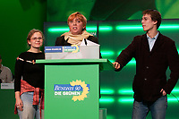 30 NOV 2003, DRESDEN/GERMANY:<br /> Ines Eichmueller, Sprecherin Gruene Jugend, Claudia Roth, MdB, B90/Gruene, ehem. Bundesvorsitzende, und Benedikt Lux, Sprecher Gruene Jugend, (v.L.n.R.), waehrend der Vorstellung eines Unterstuetzungsprogramms fuer die Gruene Jugend,  22. Ordentliche Bundesdelegiertenkonferenz Buendnis 90 / Die Gruenen, Messe Dresden<br /> IMAGE: 20031130-01-035<br /> KEYWORDS: Bündnis 90 / Die Grünen, BDK, Ines Eichmüller, Youngster<br /> Parteitag, party congress, Bundesparteitag