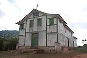 Piranga_MG, Brasil...Igreja abandonada, no Distrito de Pinheiros Altos em Piranga, Minas Gerais...Abandoned church, in the Pinheiros Altos district in Piranga, Minas Gerais...Foto: LEO DRUMOND / NITRO