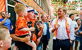 Koning bezoekt Mooiste Oranjestraat van Nederland
