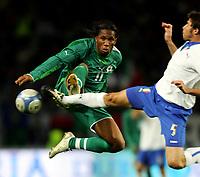 Fotball<br /> Privatlandskamp<br /> 16.11.2005<br /> Italia v Elfenbenskysten <br /> Foto: Graffiti/Digitalsport<br /> NORWAY ONLY<br /> <br /> Didier Drogba Cote d'Ivoire and Andrea Barzagli Italy