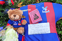 © Licensed to London News Pictures. 15/11/2016<br /> A Crystal Palace football shirt and floral tributes left near the scene of a tram derailment at Sandilands Station in Croydon. Tomorrow marks one week since the crash in which seven people were killed and more than 50 people were injured when the carriages flipped over. Photo credit :Grant Falvey/LNP