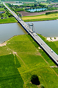 Nederland, Gelderland, Tiel, 13-05-2019; Scheepvaartverkeer op rivier De Waal, ter hoogte van Prins Willem Alexanderbrug, De brug verbindt Beneden-Leeuwen - Echteld<br /> Shipping traffic on river De Waal, Prince Willem Alexander Bridge.<br /> luchtfoto (toeslag op standard tarieven);<br /> aerial photo (additional fee required);<br /> copyright foto/photo Siebe Swart