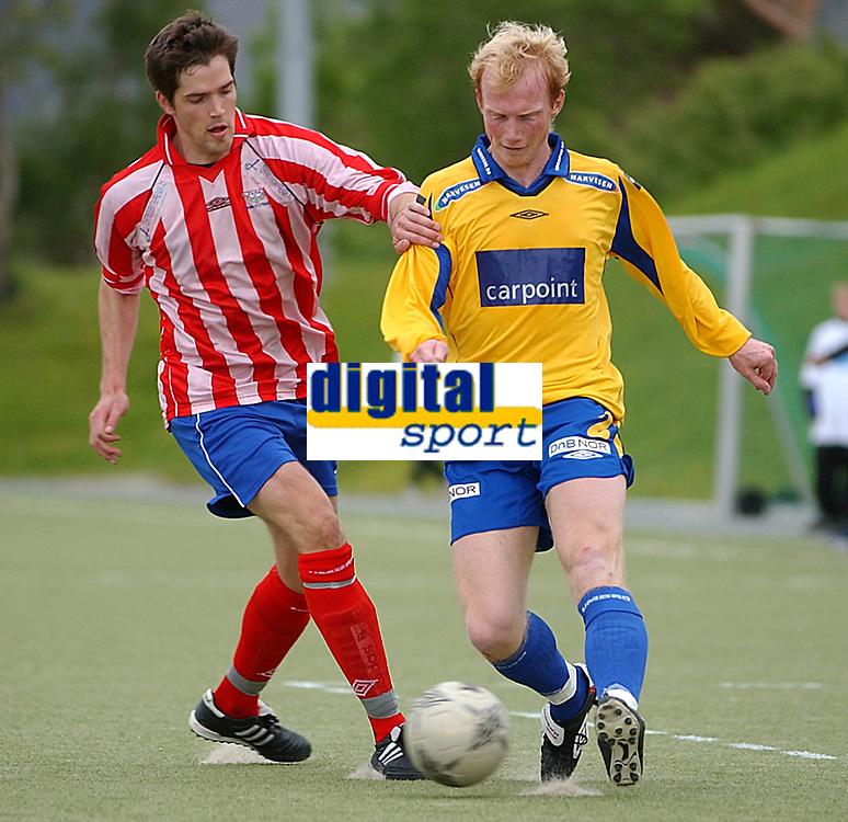 Fotball, NM, Cup Trondheim 26.05.2004, Strindheim - Fana 5-2, Eirik Mørk, Fana mot Eirik Breen, Strindheim<br />Foto: Carl-Erik Eriksson, Digitalsport