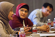 A participant puts forward a specific action to fight the co-epidemic at the global summit on diabetes and tuberculosis in Bali, Indonesia, on November 3, 2015.<br /> The increasing interaction of TB and diabetes is projected to become a major public health issue. The summit gathered a hundred public health officials, leading researchers, civil society representatives and business and technology leaders, who committed to take action to stop this double threat. (Photo: Rodrigo Ordonez for The Union)