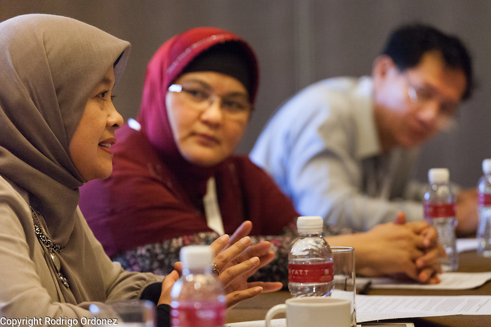 A participant puts forward a specific action to fight the co-epidemic at the global summit on diabetes and tuberculosis in Bali, Indonesia, on November 3, 2015.<br /> The increasing interaction of TB and diabetes is projected to become a major public health issue.The summit gathered a hundred public health officials, leading researchers, civil society representatives and business and technology leaders, who committed to take action to stop this double threat. (Photo: Rodrigo Ordonez for The Union)