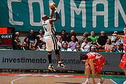 DESCRIZIONE : Siena Lega A 2008-09 Playoff Finale Gara 2 Montepaschi Siena Armani Jeans Milano<br /> GIOCATORE : Henry Domercant<br /> SQUADRA : Montepaschi Siena<br /> EVENTO : Campionato Lega A 2008-2009 <br /> GARA : Montepaschi Siena Armani Jeans Milano<br /> DATA : 12/06/2009<br /> CATEGORIA : equilibrio three points<br /> SPORT : Pallacanestro <br /> AUTORE : Agenzia Ciamillo-Castoria/G.Ciamillo