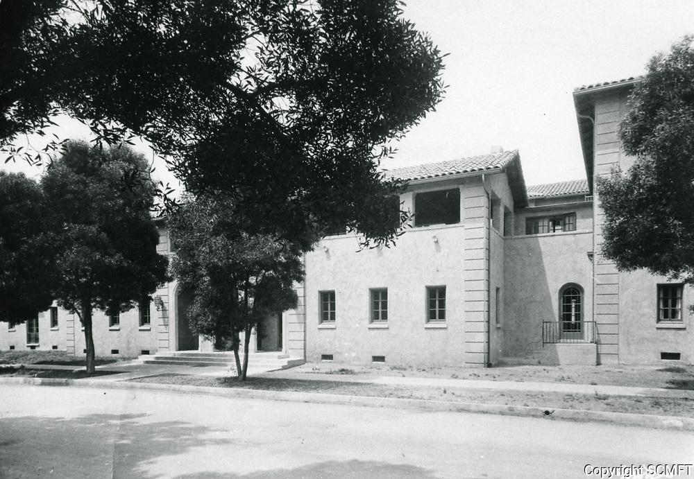1926 The new Hollywood Studio Club on Lodi Pl.