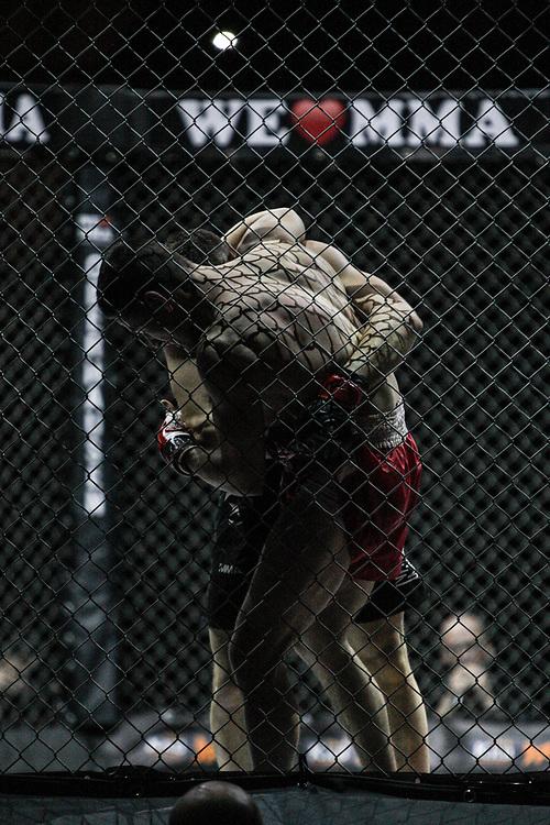 Kampfsport: MMA, We love MMA, Oberhausen, 31.01.2015<br /> Attila Korkmaz (Team MMA Spirit Frankfurt) - Giuseppe Correra (Fight Lounge Dortmund, vorne)<br /> © Torsten Helmke