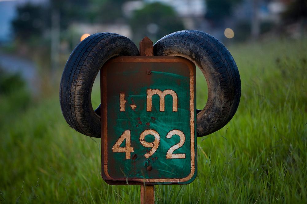 Sao Joaquim de Bicas_MG, Brasil...Placa em um rodovia em Sao Joaquim de Bicas...The road sign in the motorway in Sao Joaquim de Bicas...Foto: LEO DRUMOND / NITRO