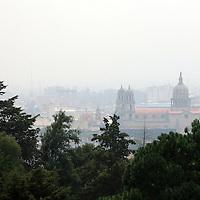 Toluca, Mex.- Inminente el alto nivel de contaminación se puede observar en la zona centro de la ciudad de Toluca, sin que las autoridades del medio ambiente puedan alertar a la población en caso de presentarse una contingencia ya que las siete estaciones de monitoreo de la calidad del aire se encuentran fuera de servicio. Agencia MVT / Mario Vazquez de la Torre. (DIGITAL)<br /> <br /> NO ARCHIVAR - NO ARCHIVE