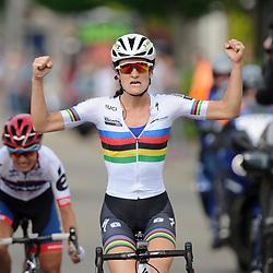 27-05-2016: Wielrennen: Boels Hills Classic: Berg en Terblijt: Limburg: Elite vrouwen: <br /> Lizzy Armistead Wint de Boels Hills Classic 2016