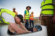 Jan Marcel van Dijken is gefinisht met de Cygnus tijdens de derde dag van de recordraces. In Battle Mountain (Nevada) wordt ieder jaar de World Human Powered Speed Challenge gehouden. Tijdens deze wedstrijd wordt geprobeerd zo hard mogelijk te fietsen op pure menskracht. Ze halen snelheden tot 133 km/h. De deelnemers bestaan zowel uit teams van universiteiten als uit hobbyisten. Met de gestroomlijnde fietsen willen ze laten zien wat mogelijk is met menskracht. De speciale ligfietsen kunnen gezien worden als de Formule 1 van het fietsen. De kennis die wordt opgedaan wordt ook gebruikt om duurzaam vervoer verder te ontwikkelen.<br /> <br /> Jan Marcel van Dijken has finished with his Cygnus at the third day of the record races. In Battle Mountain (Nevada) each year the World Human Powered Speed Challenge is held. During this race they try to ride on pure manpower as hard as possible. Speeds up to 133 km/h are reached. The participants consist of both teams from universities and from hobbyists. With the sleek bikes they want to show what is possible with human power. The special recumbent bicycles can be seen as the Formula 1 of the bicycle. The knowledge gained is also used to develop sustainable transport.