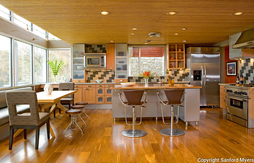 Contemporary kitchen designed by Denise Simons. Home is located on Old Hickory Lake  near Nashville, TN. Photographed by architectural and interior photographer Sanford Myers.