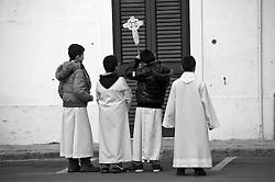 Botrugno - Processione dei Misteri - 30 marzo 2013. La processione parte dalla Cappella dell'Assunta, alle spalle della Chiesa Madre, alle 6 del mattino. I fedeli e i membri della Confraternita dell'Assunta accompagnano nelle strade del paese le statue del Cristo Morto e della Madonna Addolorata. La processione è preceduta dalla Croce dei Misteri sorretta dai giovani del paese, poi in successione è il turno delle donne del posto (vestite di nero con camicia e guanti bianchi) che sorreggono la statua del Cristo torturato. La processione continua con la statua del Cristo Morto, sorretto dagli uomini del paese vestiti con lo stesso tipo di abbigliamento e infine la statua della Madonna Addolorata che chiude la processione. Alla fine della processione, intorno alle 8, tutte statue vengono riportate nella Cappella dell'Assunta ed esposte per la contemplazione.<br /> Botrugno - The Procession of the Mysteries - March 30, 2013. The procession starts from the Chapel of the Assumption, behind the Cathedral Church at 6 o'clock in the morning. The faithful and members of the Brotherhood of the Assumption accompany in the streets of the statues of the dead Christ and Our Lady of Sorrows. The procession is preceded by the Cross of the Mysteries supported by the youth of the country, then in succession is the turn of the local women (dressed in black shirt and white gloves) that hold the statue of Christ tortured. The procession continues with the statue of the dead Christ, supported by the men of the village dressed with the same kind of clothes and finally the statue of Our Lady of Sorrows, which closes the procession. At the end of the procession, around 8 am, all statues are reported in the Chapel of the Assumption and exposed for contemplation.