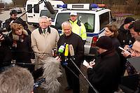 03 JAN 2005, LUDWIGSFELDE/GERMANY:<br /> Ernst Vorrath (Mi L), Praesident des Bundesamtes fuer Gueterverkehr, und Manfred Stolpe (Mi R), SPD, Bundesverkehrsminister, geben ein Pressestatement, waehrend dem besuch einer Mautkontrolle, Parkplatz Fresdorfer Heide<br /> IMAGE: 20050103-01-014<br /> KEYWORDS: Bundesamt für Güterverkehr, LKW Maut, Journalisten, Mikrofon, microphone<br /> BAG