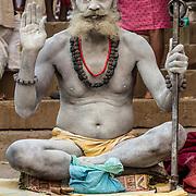 2014 11 07 Varanasi India Uttar Pradesh Indien<br /> <br /> Helig man på trapporna ner mot Ganges<br /> Porträtt<br /> <br /> FOTO : JOACHIM NYWALL KOD 0708840825_1<br /> COPYRIGHT JOACHIM NYWALL<br /> <br /> ***BETALBILD***<br /> Redovisas till <br /> NYWALL MEDIA AB<br /> Strandgatan 30<br /> 461 31 Trollhättan<br /> Prislista enl BLF , om inget annat avtalas.