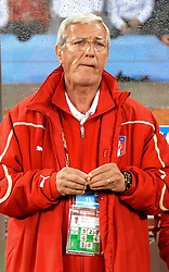14.06.2010, Cape Town Stadium, Kapstadt, RSA, FIFA WM 2010, Italien vs Paraguay im Bild Marcello Lippi (Italia)., EXPA Pictures © 2010, PhotoCredit: EXPA/ InsideFoto/ G. Perottino, ATTENTION! FOR AUSTRIA AND SLOVENIA ONLY!!! / SPORTIDA PHOTO AGENCY