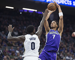 December 31, 2017 - Sacramento, CA, USA - The Sacramento Kings' Skal Labissiere (7) shoots over the Memphis Grizzlies' JaMychal Green (0) on Sunday, Dec. 31, 2017, at the Golden 1 Center in Sacramento, Calif. (Credit Image: © Hector Amezcua/TNS via ZUMA Wire)