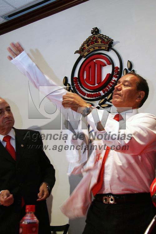 TOLUCA, México.- Sergio Lugo Barrón, fue presentado como director técnico  de los diablos rojos del Toluca. Agencia MVT / José Hernández. (DIGITAL)