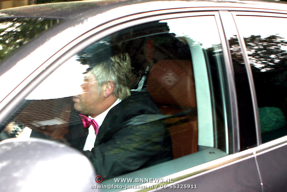 NLD/Overveen/20070921 - Huwelijk Ruud de Wild en Aafke Burggraaff, Ruud word snel weggereden