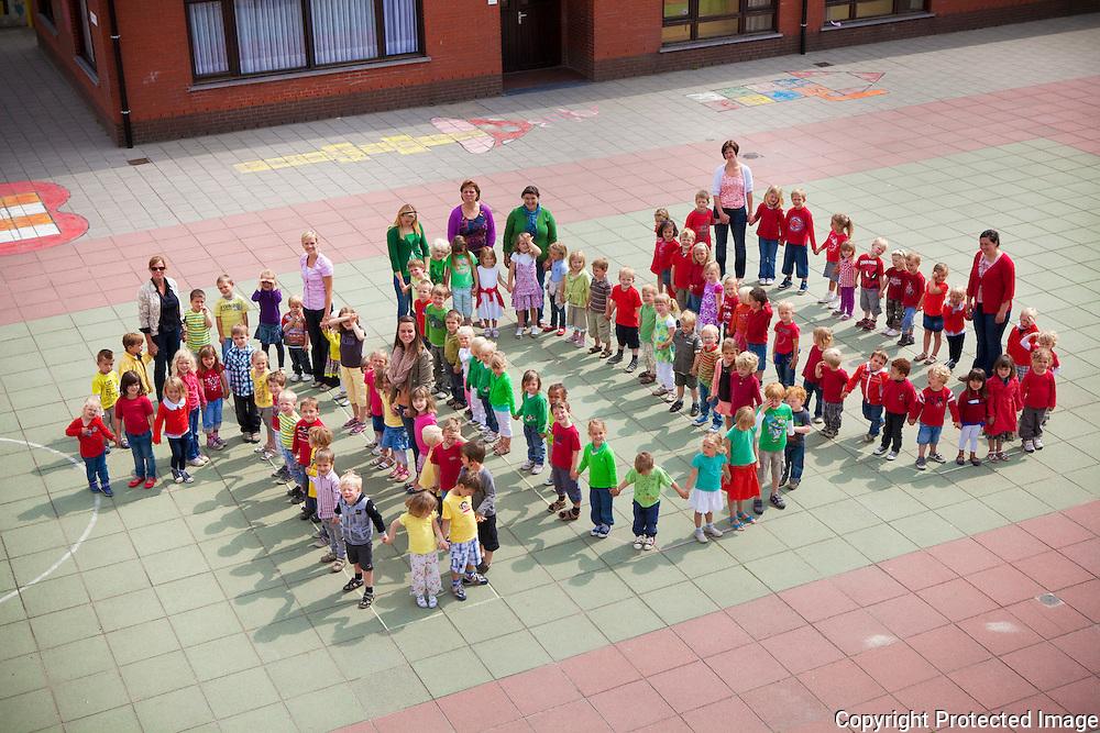 357101-viering van de 100ste kleuter in Basisschool Pulle-Kloosterstraat 7 Pulle