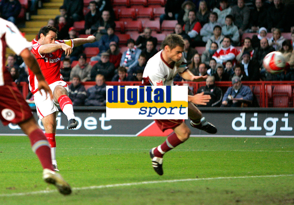 Photo: Tom Dulat/Sportsbeat Images.<br /> <br /> Charlton Athletic v Burnley. Coca Cola Championship. 01/12/2007.<br /> <br /> Charlton Athletic's Andy Reid scores first goal for his team. Burnley leads 2-1