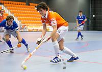 ROTTERDAM - Bloemendaal wint de kruisfinale van Kampong mannen na strafballen. Landskampioenschap zaalhockey voor reserveteams. FOTO KOEN SUYK