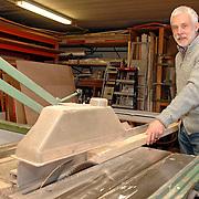 NLD/Huizen/20060306 - Dhr. Paul Klein 45 jaar werkzaam bij bouwbedrijf Bout & Zn in Huizen als timmerman