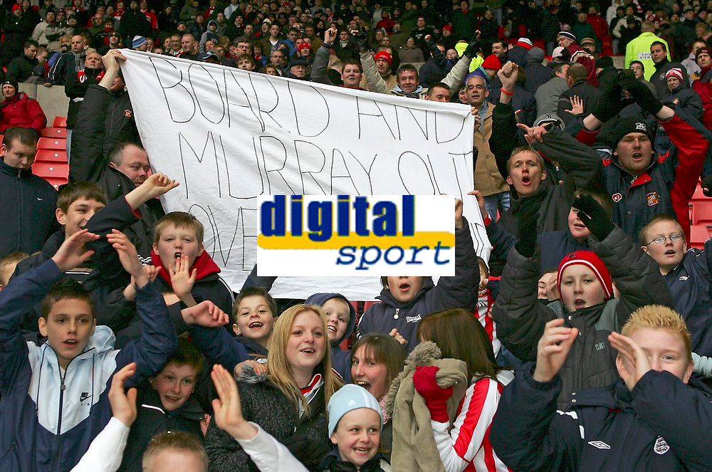 """Photo: Andrew Unwin.<br />Sunderland v Wigan Athletic. The Barclays Premiership. 11/03/2006.<br />Sunderland fans call for the sacking of the chairman and the board with a banner that reads, """"Board and Murray Out, Lovejoy Legend""""."""