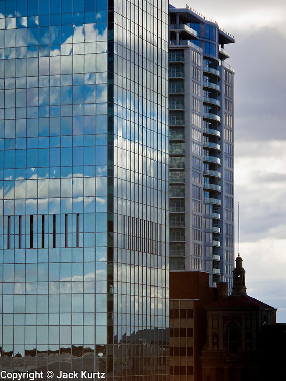 07 FEBRUARY 2009 -- PHOENIX, AZ: Clouds reflected in the Bank of America tower in downtown Phoenix, AZ. PHOTO JACK KURTZ