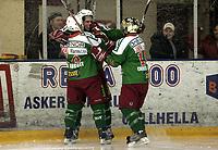 Ishockey<br /> GET-Ligaen<br /> 17.01.08<br /> Askerhallen<br /> Frisk Asker Tigers - Vålerenga VIF <br /> Joakim Flathen jubler for 1-0 scoring og blir gratulert av Chris og Cam Abbott<br /> Foto - Kasper Wikestad