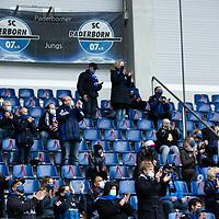 18.10.2020, Benteler-Arena, Paderborn, GER, 2.FBL, SC Paderborn vs Hannover 96, im Bild Fans / Zuschauer im Stadion / Tribuene, <br /><br /><br />Foto © nordphoto / Rauch<br /><br />Gemäß den Vorgaben der DFL Deutsche Fußball Liga bzw. des DFB Deutscher Fußball-Bund ist es untersagt, in dem Stadion und/oder vom Spiel angefertigte Fotoaufnahmen in Form von Sequenzbildern und/oder videoähnlichen Fotostrecken zu verwerten bzw. verwerten zu lassen.