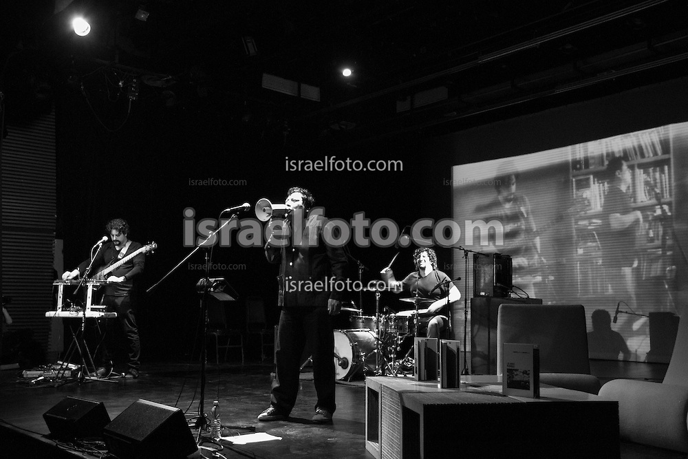 José María Arreola (drums), Alonso Arreola (bass, keyboard), and Mardonio Carballo performing as an introduction to their production Las Horas Perdidas. Behind them is one of the images created by Rogelio Aguilar for the musicians.