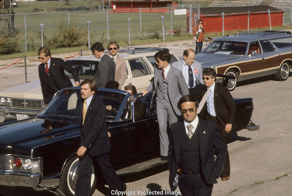 The Secret Service follow up car during the Reagan campaign fro president in 1980..Photograph by Dennis Brack bb 34