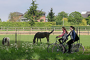 Schoolgaande jeugd fietst in Zevenaar, een plaatsje in de streek De Liemers in het oosten van Nederland.<br /> <br /> School-age youth cycling in Zevenaar, a town in the region the Liemers in the east of the Netherlands.