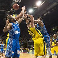 11.02.2020, EWE Arena, Oldenburg, GER, easy Credit-BBL, EWE Baskets Oldenburg vs Fraport Skyliners Frankfurt, im Bild<br /> Darius CARTER (Fraport Skyliners Frankfurt #34 ) Philipp SCHWETHELM (EWE Baskets Oldenburg #33 ) Rasid MAHALBASIC (EWE Baskets Oldenburg #24 ) Quantez ROBERTSON (Fraport Skyliners Frankfurt #23 )<br /> Foto © nordphoto / Rojahn