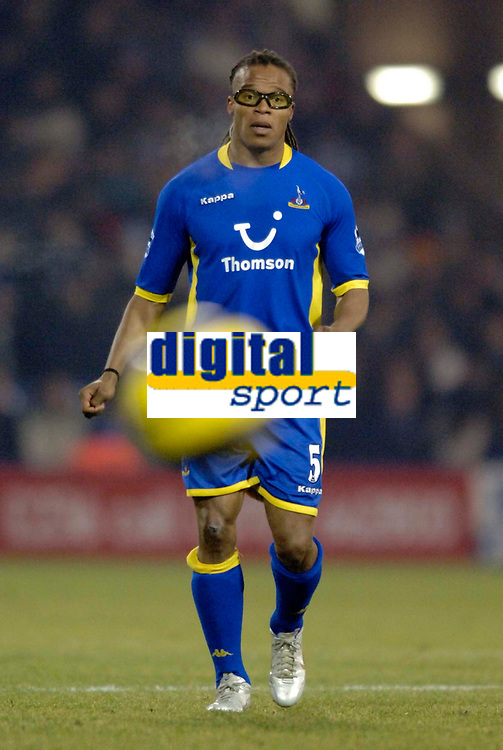 Photo: Glyn Thomas.<br />West Bromwich Albion v Tottenham Hotspur. The Barclays Premiership. 28/12/2005.<br />Spurs' Edgar Davids keeps a close eye on the ball.
