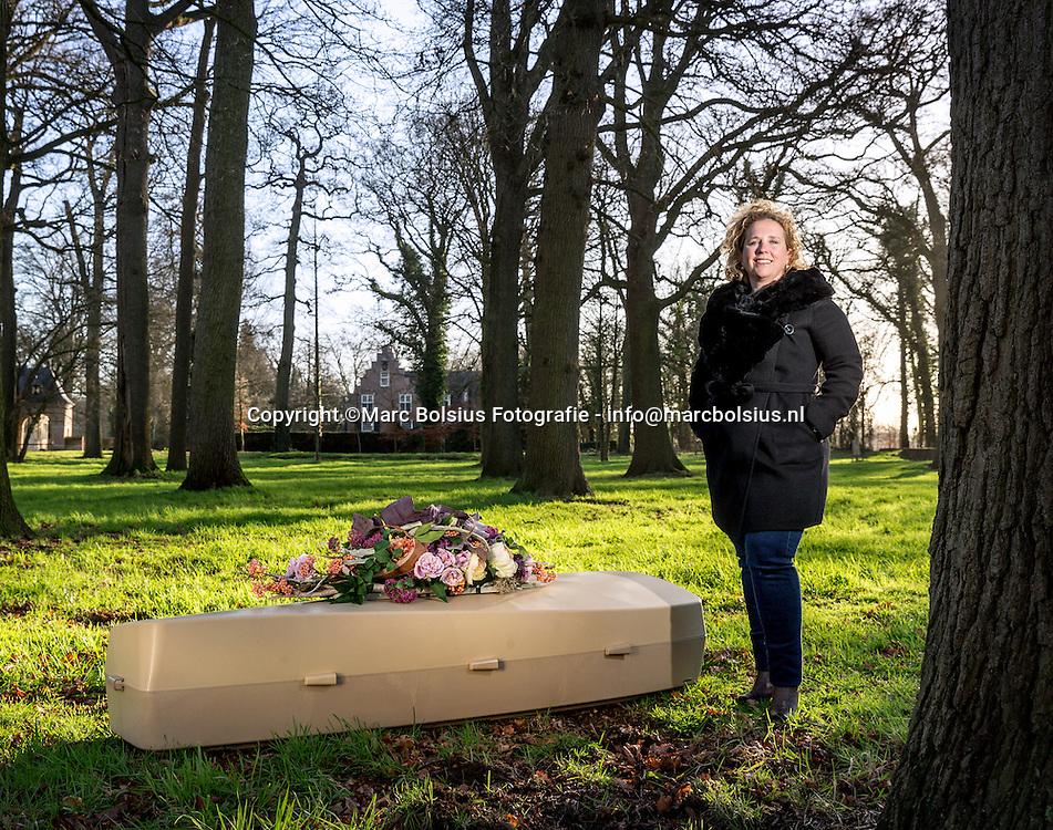 Nederland,  Rosmalen, Marieke Havermans, producent van biografkisten. Rubriek Grenzeloos van de Ondernemer