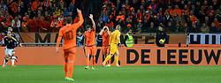 19-11-2013 VOETBAL: NEDERLAND - COLOMBIA: AMSTERDAM<br /> Nederland speelt met 0-0 gelijk tegen Colombia / Radamo Falcao Garcia scoort vanuit buitenspel. Stijn Schaars en Joel Veltman balen<br /> ©2013-FotoHoogendoorn.nl