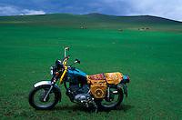 Mongolie - Province de l'arkhangai - Moto d'un nomade