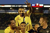 seizoen 2004 / 2005 , 14-08-2004 , nac - fc utrecht 3-2 , breda , orlando engelaar speelde zijn laatste wedstrijd voor nac. hij vertrekt naar genk en wordt hier op de schouders genomen door zijn teamgenoten.