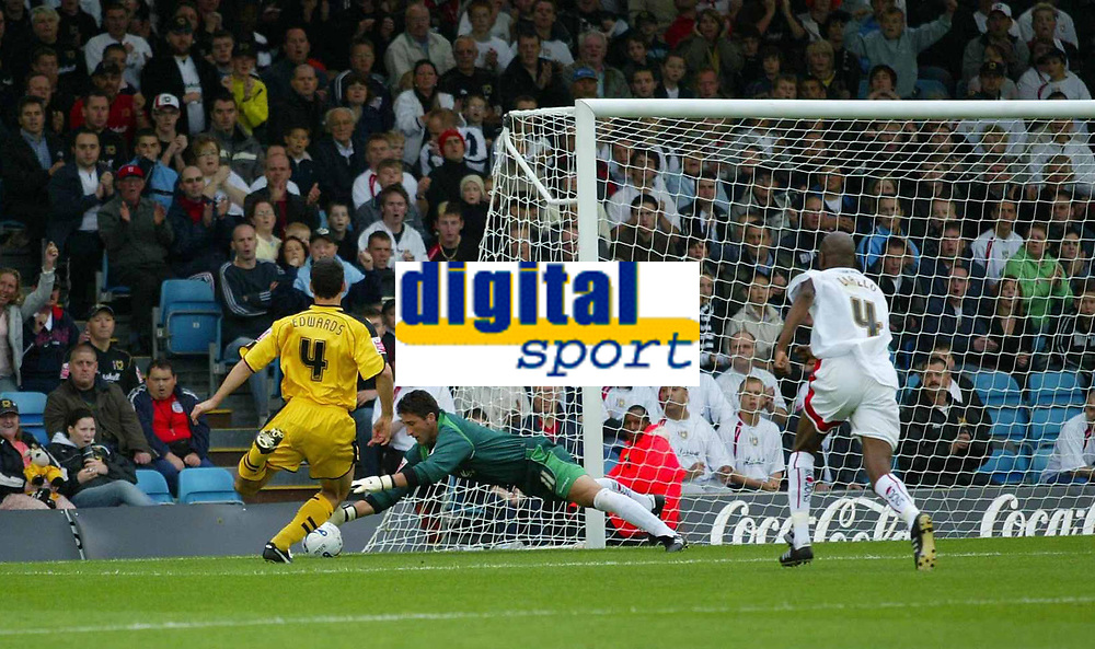 Photo: Marc Atkins.<br /> <br /> Milton Keynes Dons v Notts County. Coca Cola League 2. 02/09/2006. Nott's County's Mike Edwards (4) shoots on goal.